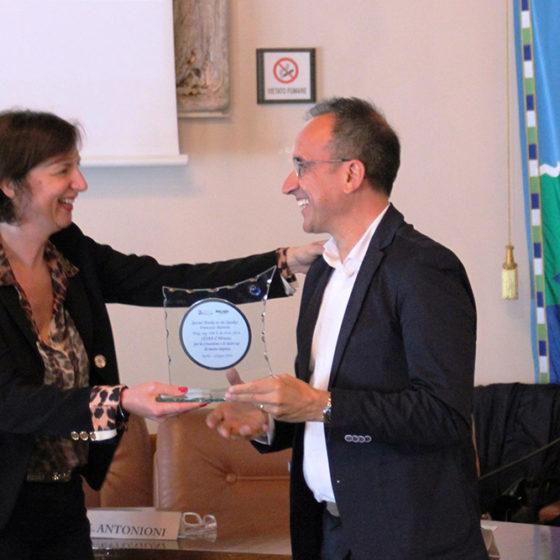 Elisa Antonioni premia Francesco Marrone, uno dei trainer
