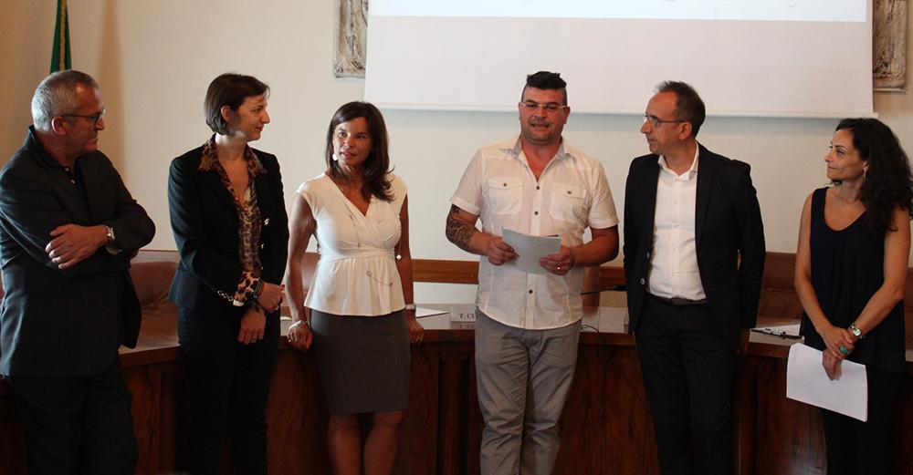 Riceve il premio Gaetano Semeraro