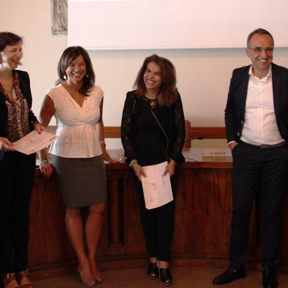 Riceve il premio Rosanna De Vita